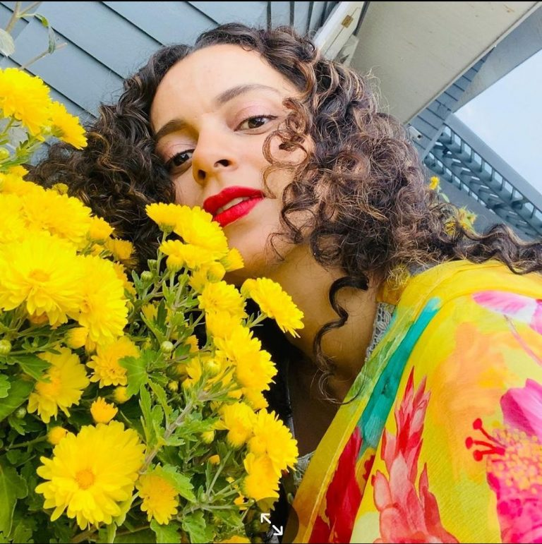 Kangana Ranaut's recent pictures amid yellow flowers are so enchanting, check here
