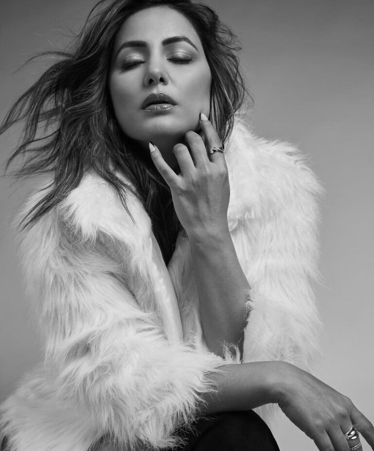 Hina Khan looks SIZZLING HOT in the latest monochrome photoshoot, SEE PHOTOS…