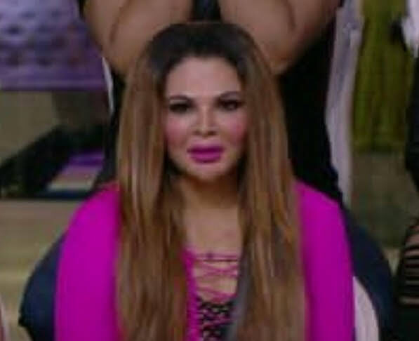 RAKHI-SAWANT-IN-TEAR-AFTER-READING-A-LETTER-FROM-HER-HUSBAND