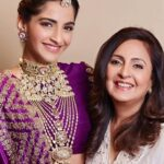 SONAM-KAPOOR-WITH-HER-MOTHER