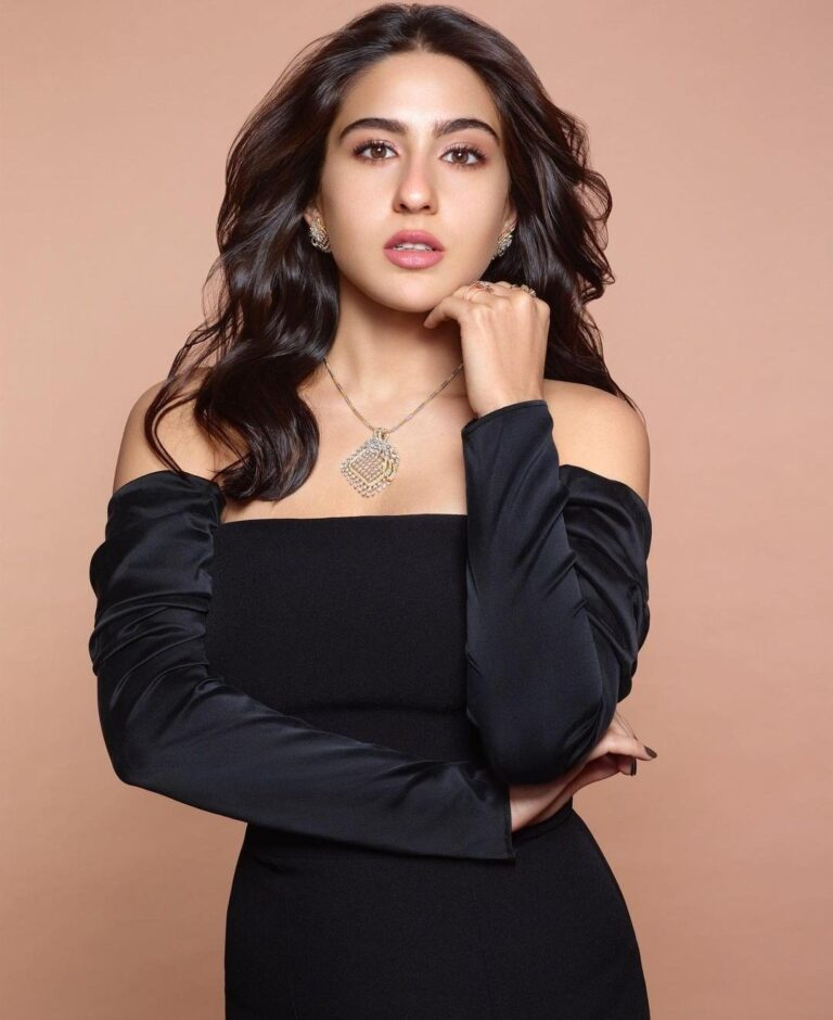 """Sara Ali Khan gets showered with """"birthday love"""" by the Bollywood fraternity"""