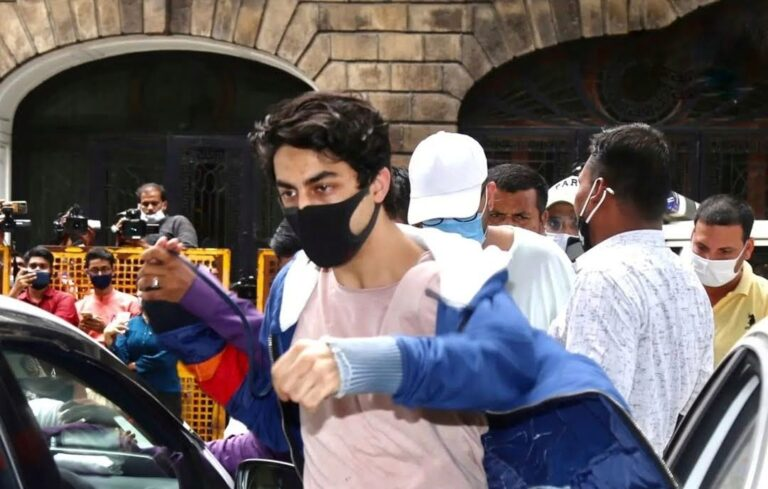 No special treatment for Aryan Khan, SRK's son eats in a mess.